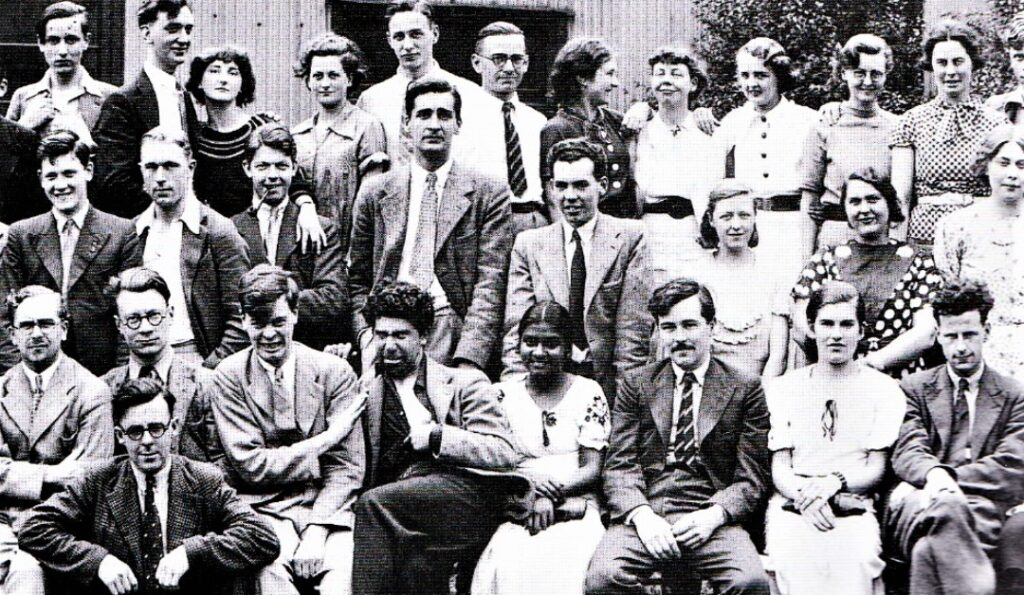 Black and white photo of the 1936 year group of the Royal College of Art